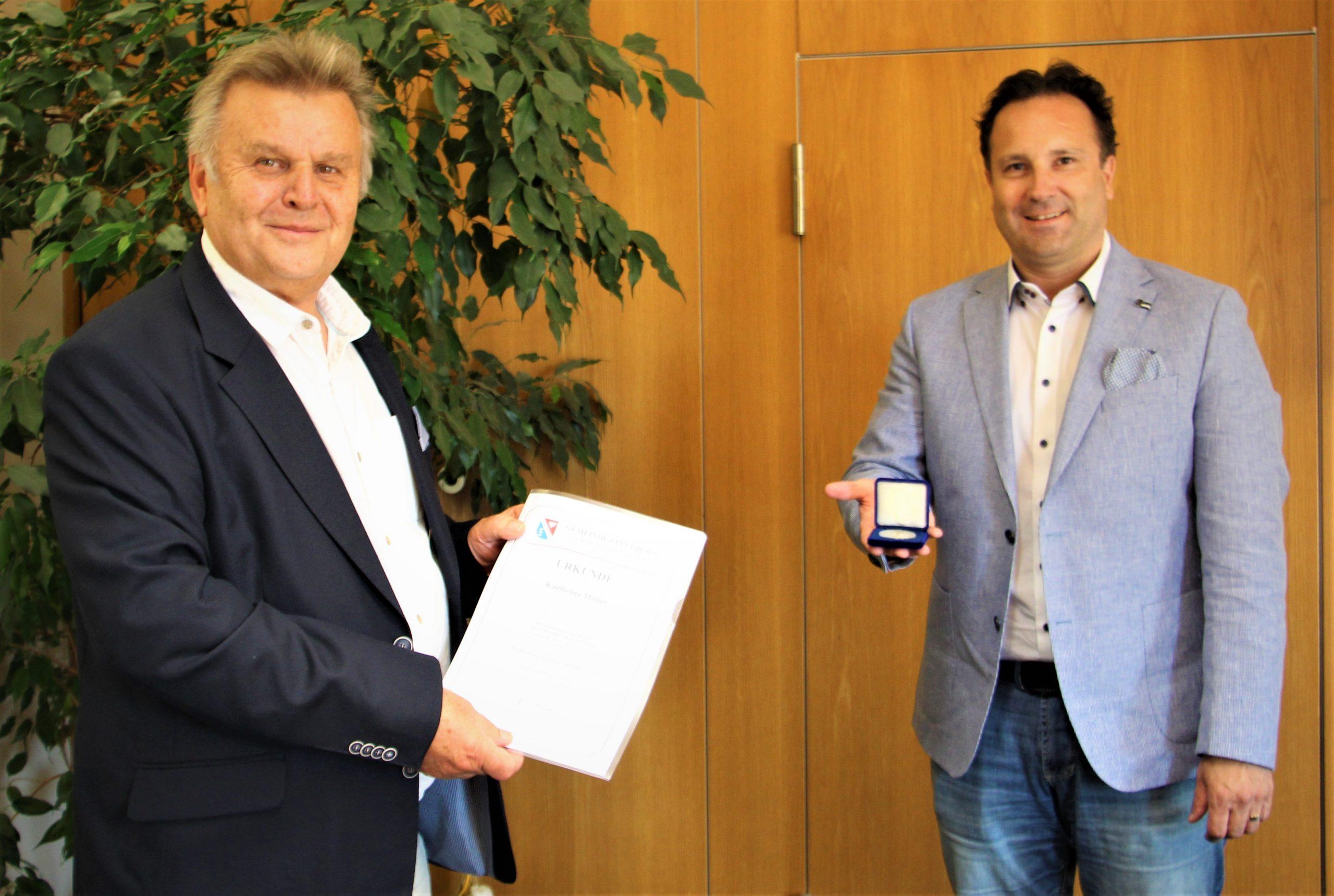 Karlheinz Müller für 35 Jahre Tätigkeit im Gemeinderat Eppelborn ausgezeichnet