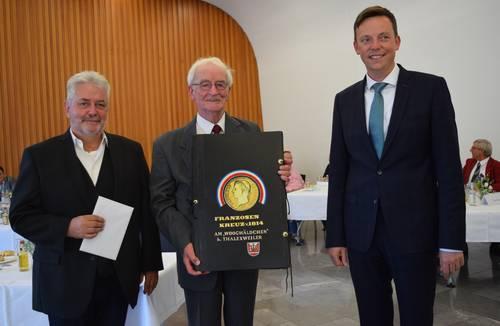 Walter Lesch erhält Ehrenamtsnadel